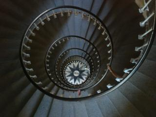 http://krommlech.cowblog.fr/images/Bidules/Objets/escaliersdupharedeliledere42.jpg