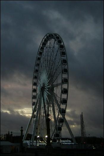 http://krommlech.cowblog.fr/images/Lieux/Paris/roue.jpg